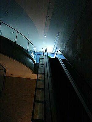 DSC01726-escalator.jpg