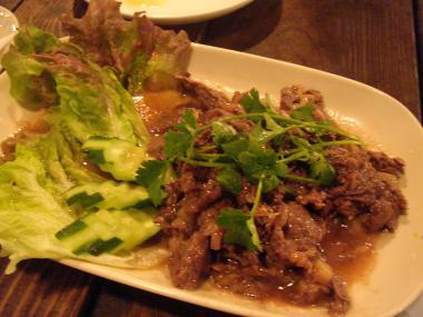 パット・カパオ (バジル炒め・牛肉)