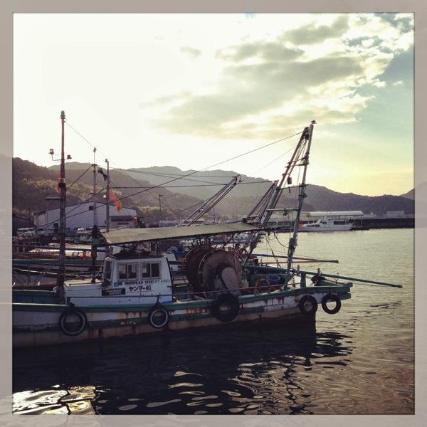 須田港の船