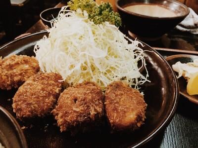 自らゴマをする!江坂のトンカツ専門店「さんき」の一口カツ定食食べてきました
