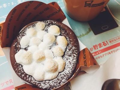 マシュマロと生チョコソースの相性抜群!ミスドの「ピッツアチョコラータ」を食べてみた
