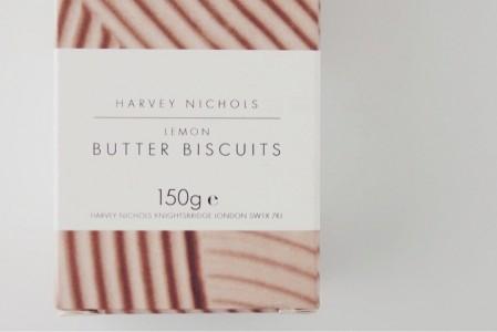 英国土産でハーヴェイ・ニコルズのオリジナルビスケットをいただきました