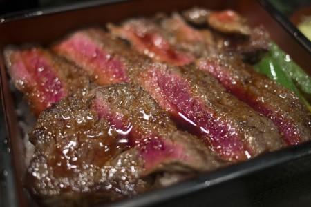 ジュウジュウ!贅沢ステーキ重ランチを梅田「本みやけ 阪急三番街店」で